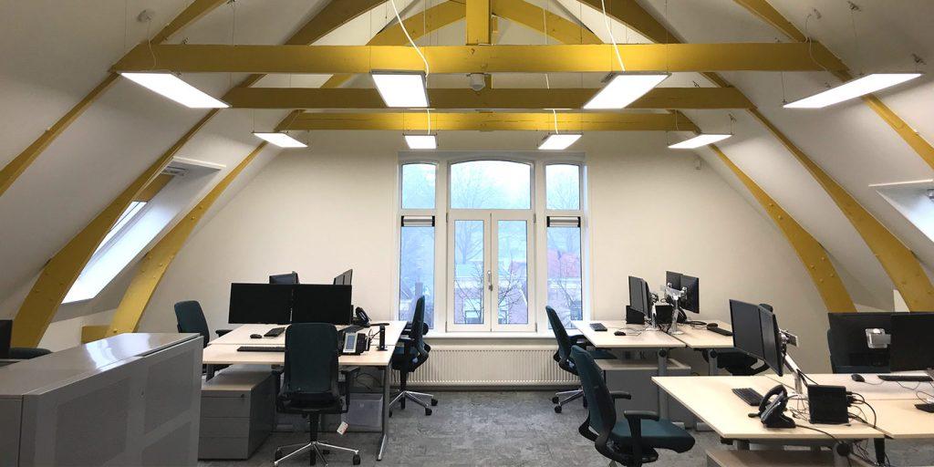 Verbouwing oude zolder naar moderne kantoortuin